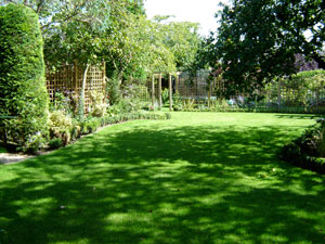 40b2823f2b Since 2001, George Davies Turf has been delivering fresh turf in Barnet  fast, and our high tech equipment means we can supply turf all year round,  ...